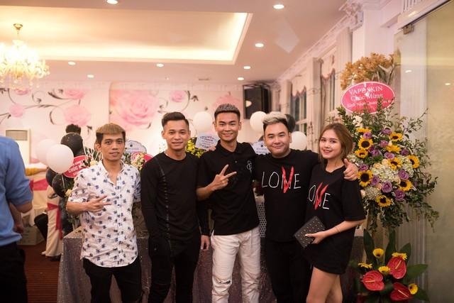 Quang Cuốn đón sinh nhật hoành tráng mừng 1 triệu Sub Youtube bên gia đình và dàn khách mời siêu khủng - Ảnh 17.