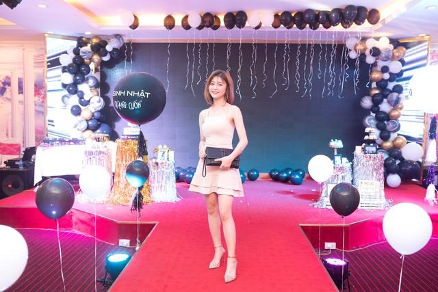 Quang Cuốn đón sinh nhật hoành tráng mừng 1 triệu Sub Youtube bên gia đình và dàn khách mời siêu khủng - Ảnh 11.