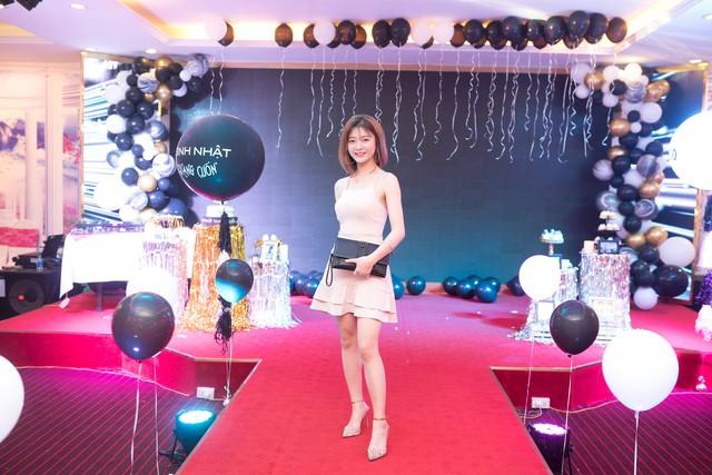 Quang Cuốn đón sinh nhật hoành tráng mừng 1 triệu Sub Youtube bên gia đình và dàn khách mời siêu khủng - Ảnh 12.