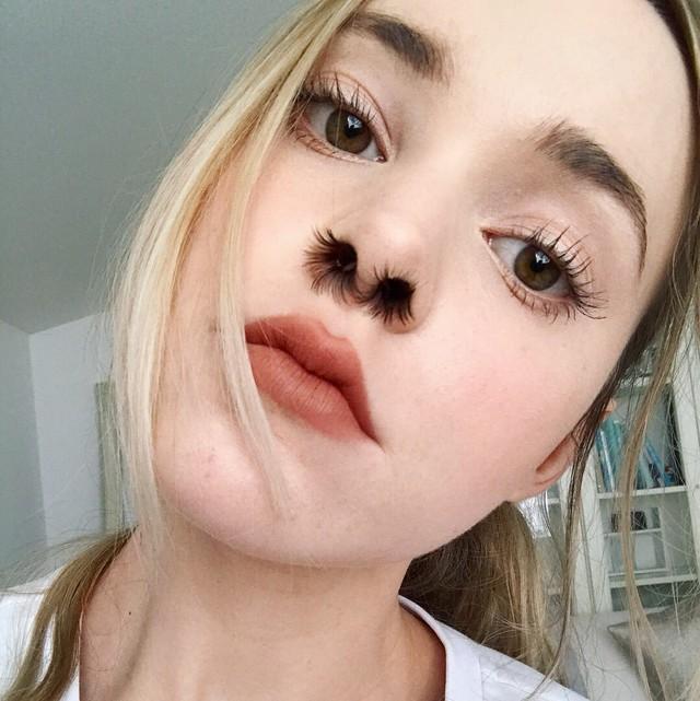 Trào lưu tự sướng kinh dị: Rủ nhau chụp ảnh selfie với lông mũi - Ảnh 3.