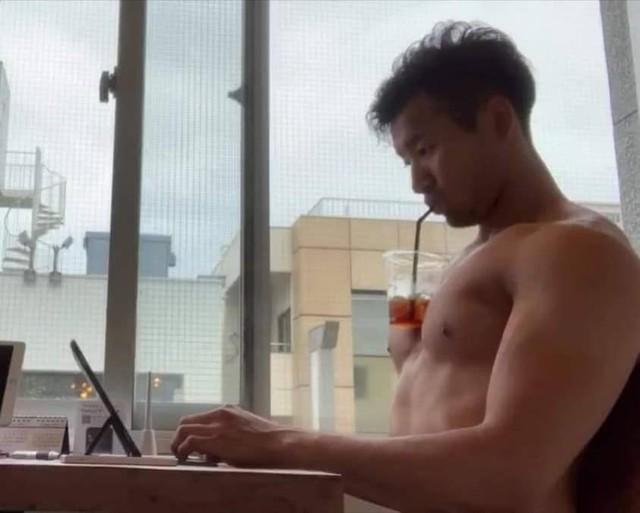 Trào lưu mới siêu bổ mắt của các hot girl Nhật Bản: Thử thách uống trà sữa bằng ngực khủng - Ảnh 14.