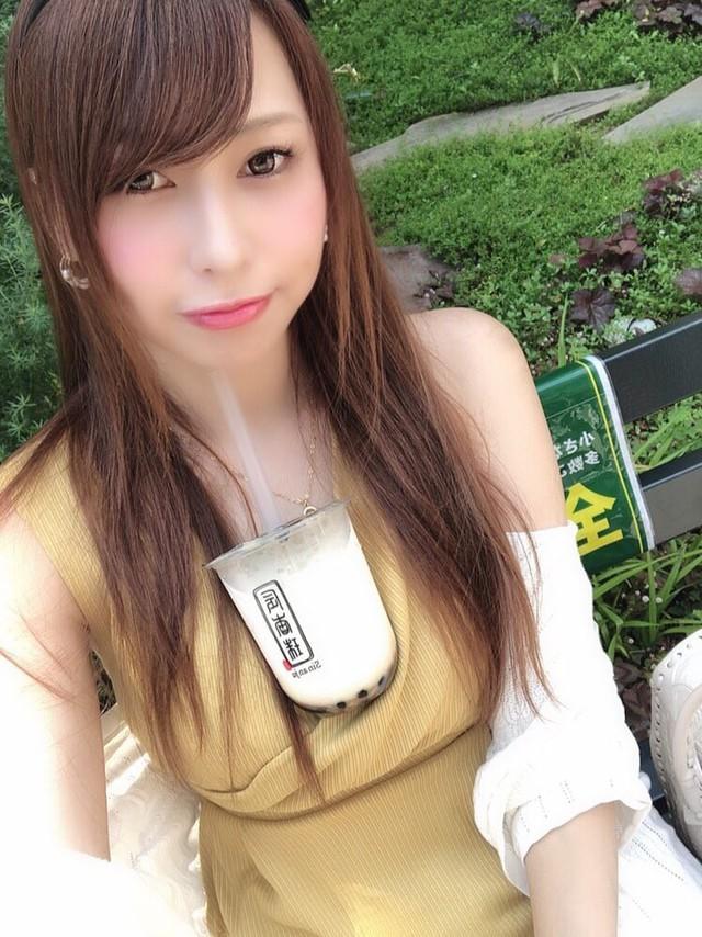 Trào lưu mới siêu bổ mắt của các hot girl Nhật Bản: Thử thách uống trà sữa bằng ngực khủng - Ảnh 13.