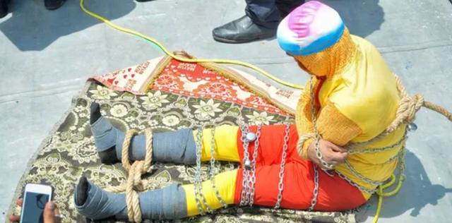 Ảo thuật gia Ấn Độ được xác định đã chết vì thất bại trong màn trình diễn magic dưới sông Hằng - Ảnh 1.