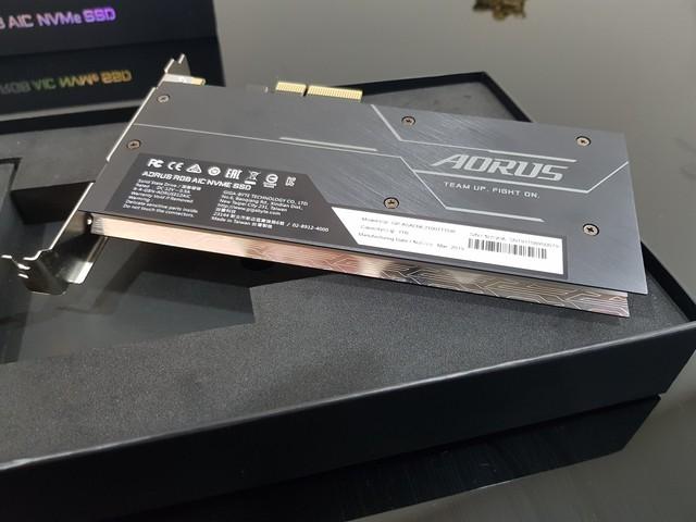 Đánh giá SSD Aorus RGB AIC NVMe: Tốc độ thần sầu, lung linh sắc màu - Ảnh 4.