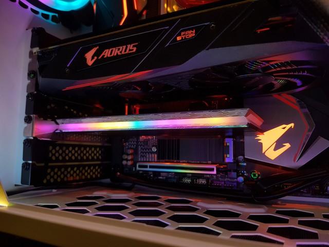 Đánh giá SSD Aorus RGB AIC NVMe: Tốc độ thần sầu, lung linh sắc màu - Ảnh 10.
