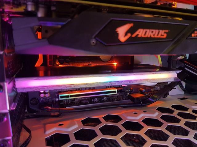 Đánh giá SSD Aorus RGB AIC NVMe: Tốc độ thần sầu, lung linh sắc màu - Ảnh 7.