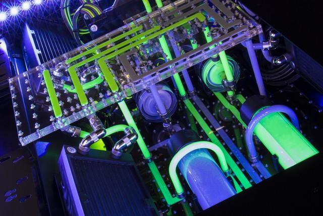 Chiếc PC chiến game kèm bàn với tản nhiệt nước đẹp ngất ngây này có giá 350 triệu đồng - ngang 1 chiếc xe ô tô - Ảnh 3.