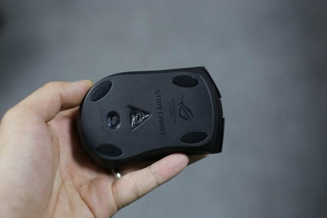 Trên tay Asus ROG Strix Carry - Chuột gaming nhỏ bé gọn nhẹ mang đi đâu cũng không sợ vướng - Ảnh 15.
