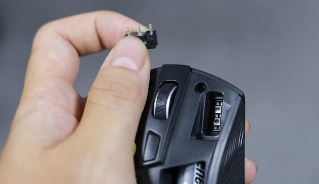Trên tay Asus ROG Strix Carry - Chuột gaming nhỏ bé gọn nhẹ mang đi đâu cũng không sợ vướng - Ảnh 13.