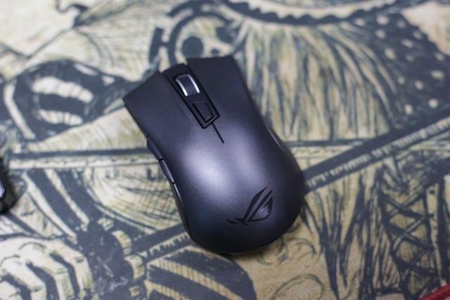 Trên tay Asus ROG Strix Carry - Chuột gaming nhỏ bé gọn nhẹ mang đi đâu cũng không sợ vướng - Ảnh 14.