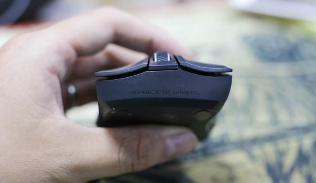Trên tay Asus ROG Strix Carry - Chuột gaming nhỏ bé gọn nhẹ mang đi đâu cũng không sợ vướng - Ảnh 8.