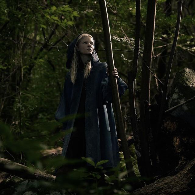 Sịp đỏ Henry Cavill chất lừ trong phim chuyển thể từ The Witcher - Ảnh 4.