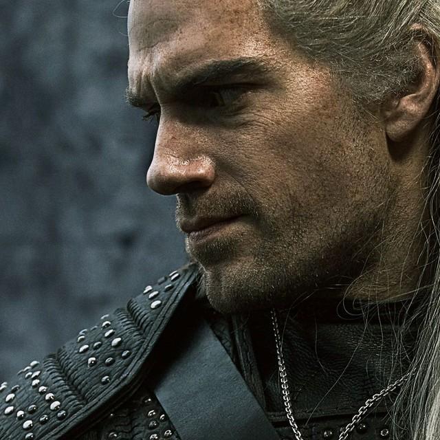 Sịp đỏ Henry Cavill chất lừ trong phim chuyển thể từ The Witcher - Ảnh 8.