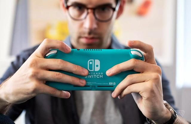 Trên tay Nintendo Switch Lite, hệ máy chơi game cầm tay giá rẻ dành cho học sinh sinh viên - Ảnh 6.