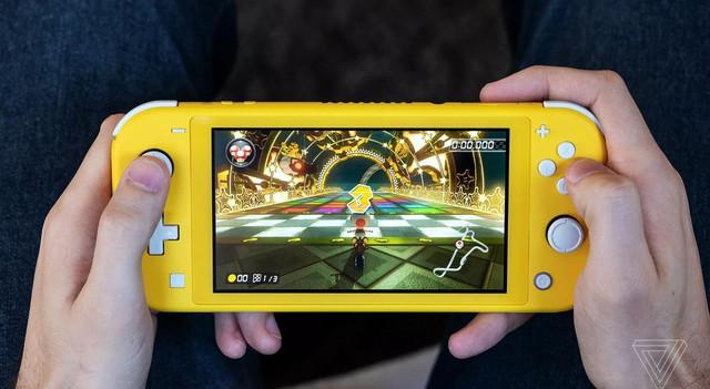 Trên tay Nintendo Switch Lite, hệ máy chơi game cầm tay giá rẻ dành cho học sinh sinh viên - Ảnh 11.