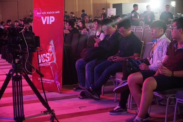 LMHT: Chung kết VCS mùa hè 2019 - Sức nóng lan tỏa từ trận đấu siêu kinh điển của LMHT Việt Nam - Ảnh 5.