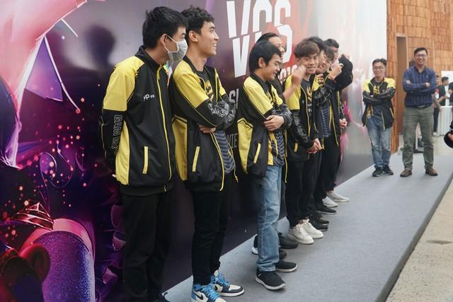 LMHT: Chung kết VCS mùa hè 2019 - Sức nóng lan tỏa từ trận đấu siêu kinh điển của LMHT Việt Nam - Ảnh 7.