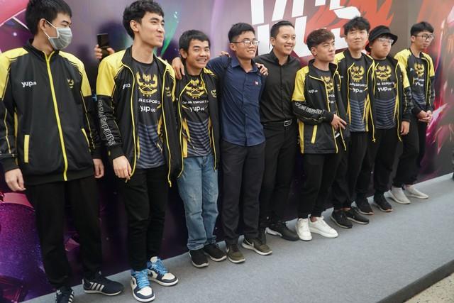 LMHT: Chung kết VCS mùa hè 2019 - Sức nóng lan tỏa từ trận đấu siêu kinh điển của LMHT Việt Nam - Ảnh 8.