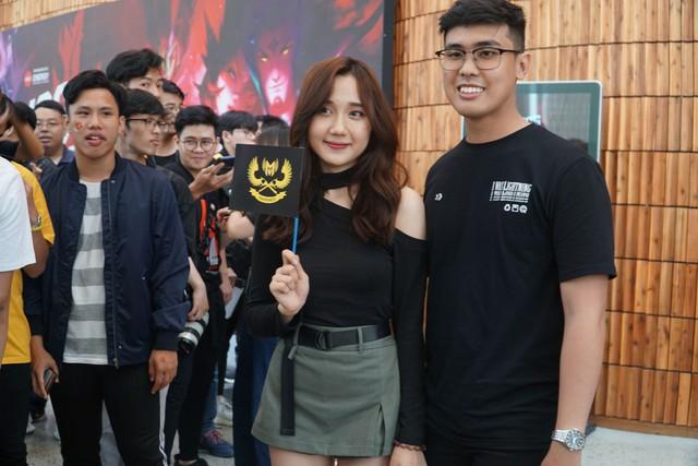 LMHT: Chung kết VCS mùa hè 2019 - Sức nóng lan tỏa từ trận đấu siêu kinh điển của LMHT Việt Nam - Ảnh 12.