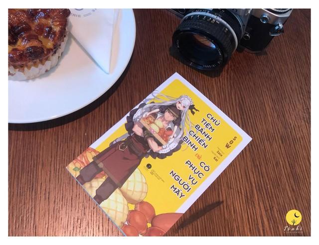"""Light Novel """"Chủ tiệm bánh chiến binh và cô phục vụ người máy"""" chính thức ra mắt với độc giả tại Việt Nam - Ảnh 6."""