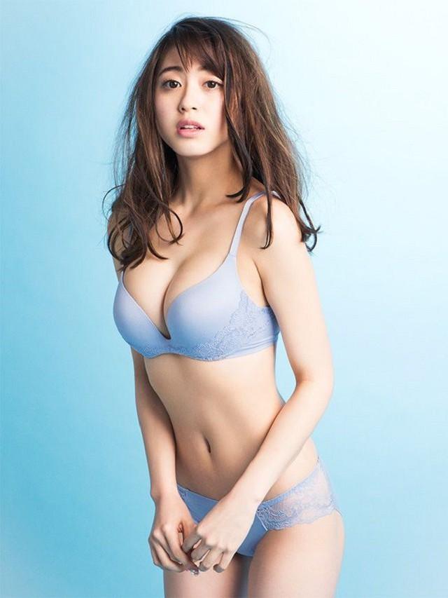Ngộp thở với vòng một phồn thực của cô nàng MC thời tiết hot nhất Nhật Bản - Ảnh 17.