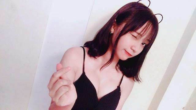 Đi xem giải vô tình lọt vào camera, cô nàng 2K4 xinh đẹp phổng phao bị cộng đồng CS:GO Việt săn info ráo riết - Ảnh 9.
