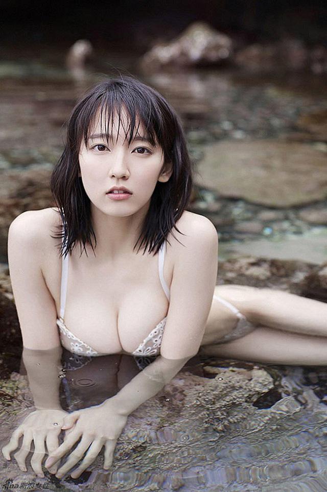 Mê hồn với tiên nữ tắm suối nóng bỏng ở Nhật Bản, giỏi thư pháp lại còn biết chơi cả kèn saxophone - Ảnh 1.