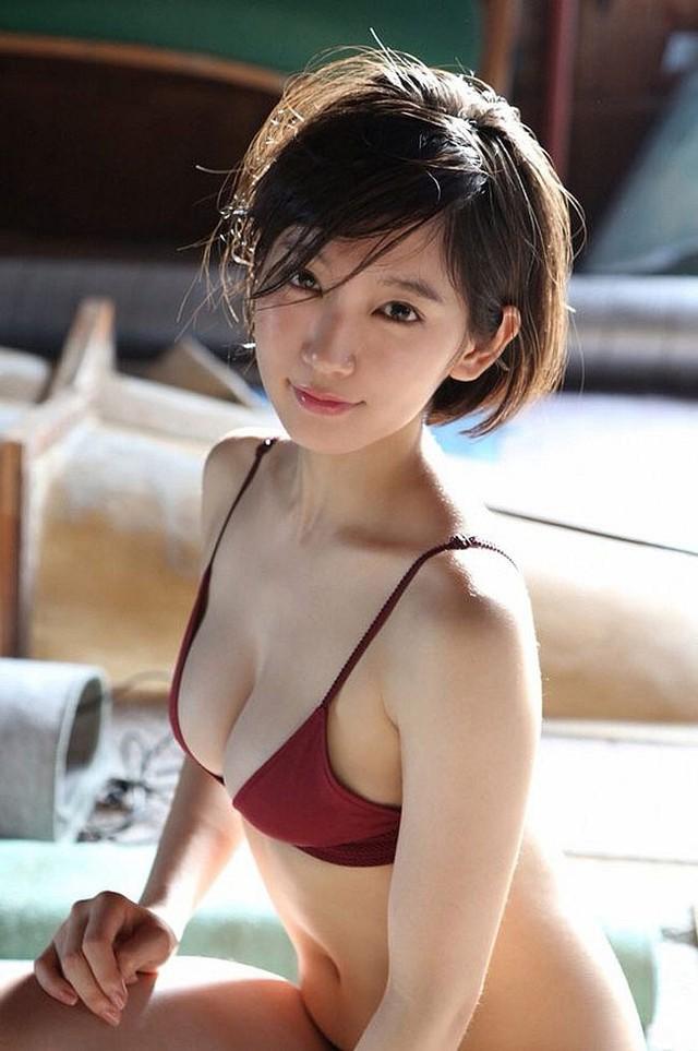 Mê hồn với tiên nữ tắm suối nóng bỏng ở Nhật Bản, giỏi thư pháp lại còn biết chơi cả kèn saxophone - Ảnh 3.