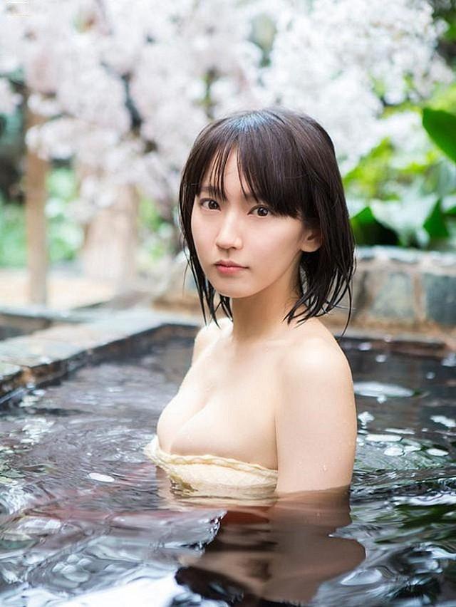 Mê hồn với tiên nữ tắm suối nóng bỏng ở Nhật Bản, giỏi thư pháp lại còn biết chơi cả kèn saxophone - Ảnh 15.