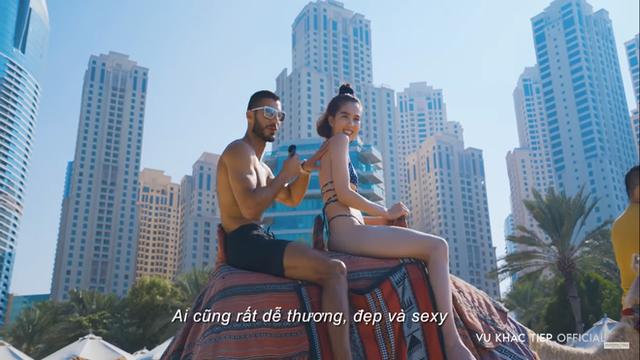 Ngọc Trinh tạo dáng khó đỡ và bị ngăn cản khi mặc hở hang tại Dubai - Ảnh 4.
