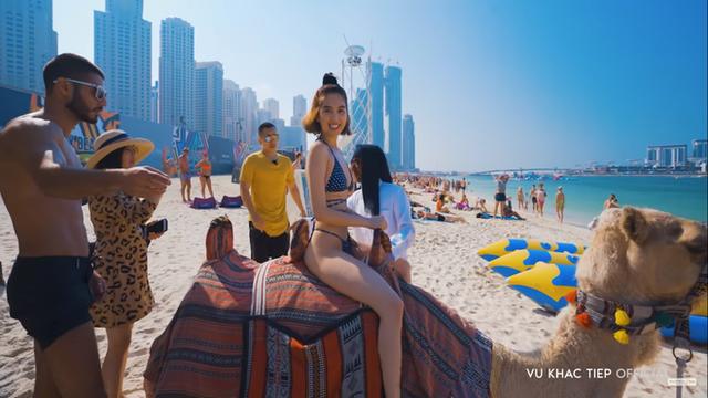 Ngọc Trinh tạo dáng khó đỡ và bị ngăn cản khi mặc hở hang tại Dubai - Ảnh 5.