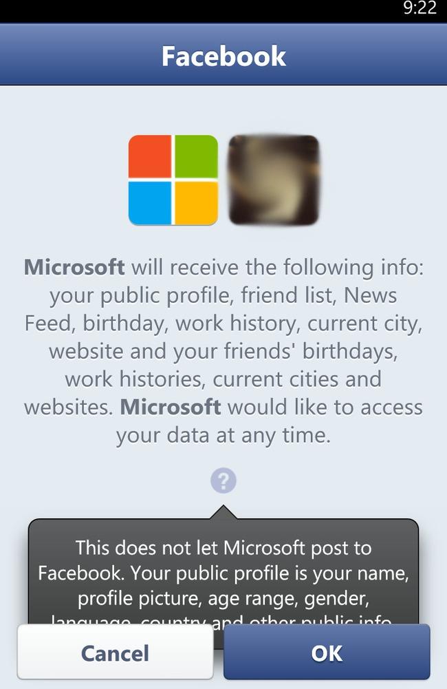 Nút bấm chèn lên cả dòng thông báo ở ứng dụng Facebook.