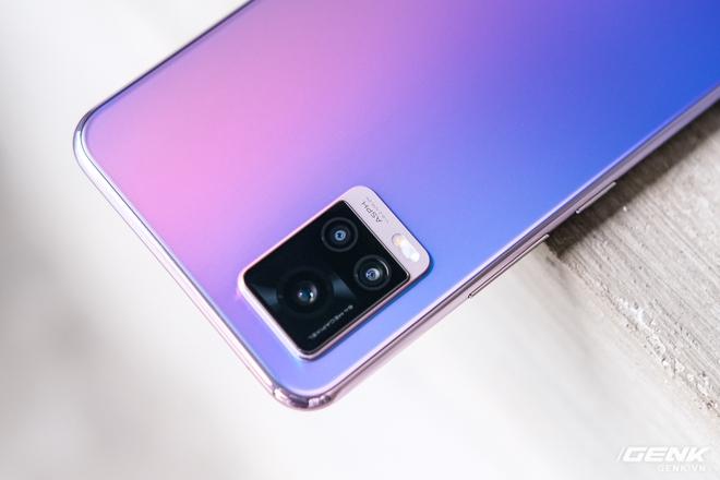 Cận cảnh Vivo V20 vừa ra mắt tại Việt Nam: Màu đẹp, camera trước có eye-tracking là điểm mới nhưng tại sao vẫn dùng màn giọt nước? - Ảnh 8.