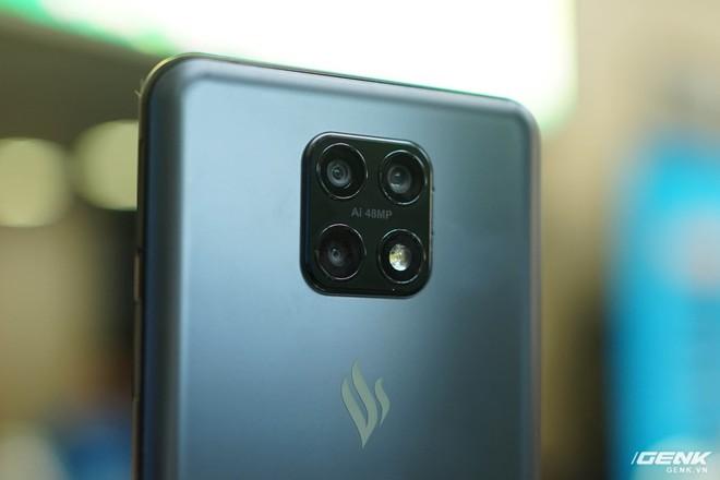 Vì sao VinSmart lại sản xuất smartphone cho nhà mạng thay vì đưa thương hiệu riêng đến Mỹ? - Ảnh 4.