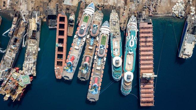 Gặp hạn vì Covid-19, các du thuyền trăm triệu USD bị rã xác bán sắt vụn - Ảnh 5.