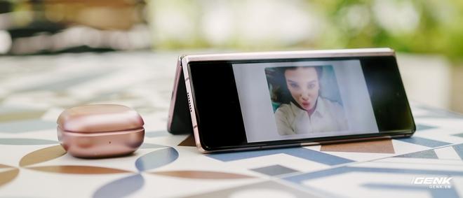 Trải nghiệm Samsung Galaxy Z Fold2: Người giàu không chơi game? - Ảnh 4.