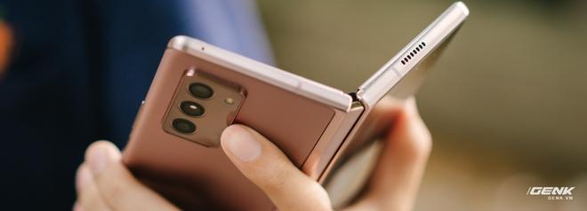Trải nghiệm Samsung Galaxy Z Fold2: Người giàu không chơi game? - Ảnh 2.