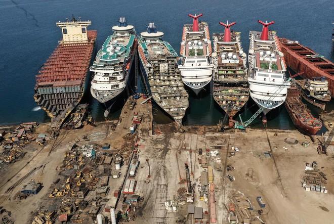 Gặp hạn vì Covid-19, các du thuyền trăm triệu USD bị rã xác bán sắt vụn - Ảnh 7.