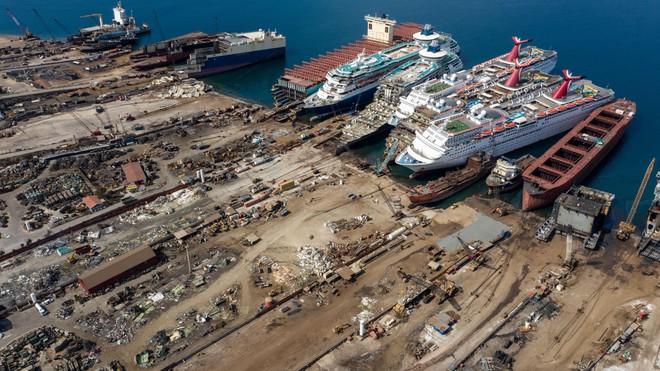 Gặp hạn vì Covid-19, các du thuyền trăm triệu USD bị rã xác bán sắt vụn - Ảnh 4.