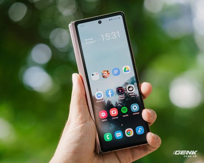 Trải nghiệm Samsung Galaxy Z Fold2: Người giàu không chơi game? - Ảnh 7.
