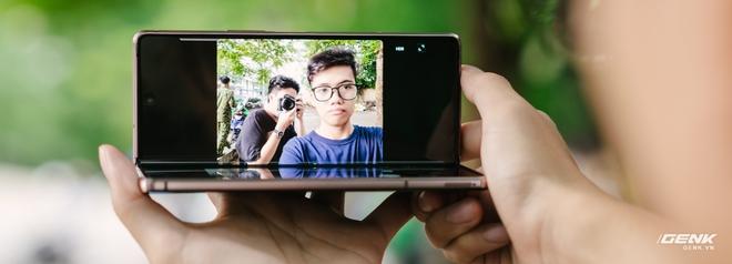Trải nghiệm Samsung Galaxy Z Fold2: Người giàu không chơi game? - Ảnh 5.