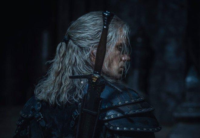 Những hình ảnh đầu tiên của The Witcher mùa 2 lộ diện: Ciri đã đến Kaer Morhen, Geralt vẫn ngầu như cũ nhưng sao Yennefer lại xụi lơ thế này? - Ảnh 2.