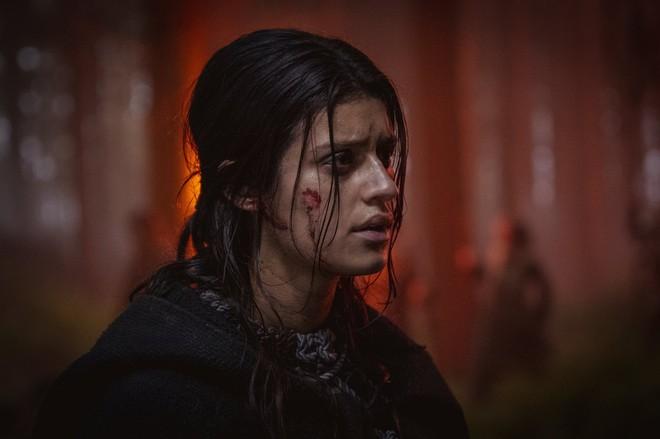 Những hình ảnh đầu tiên của The Witcher mùa 2 lộ diện: Ciri đã đến Kaer Morhen, Geralt vẫn ngầu như cũ nhưng sao Yennefer lại xụi lơ thế này? - Ảnh 5.