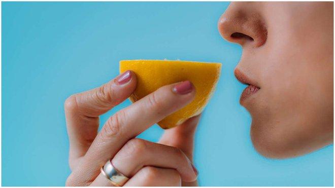 Nếu không ngửi được 2 mùi này thì nhiều khả năng bạn đã mắc phải COVID-19 - Ảnh 2.