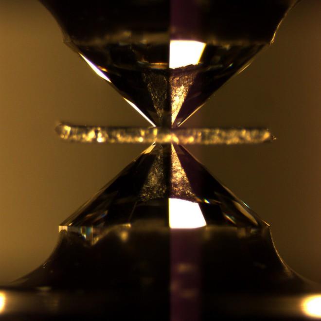 Đột phá: lần đầu tiên khoa học đạt được siêu dẫn ở nhiệt độ phòng - Ảnh 4.