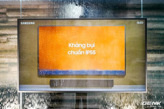 Ảnh thực tế TV QLED xối nước không hỏng của Samsung: Để ngoài trời mưa gió chill thoải mái, giá thấp nhất 99,9 triệu đồng - Ảnh 2.