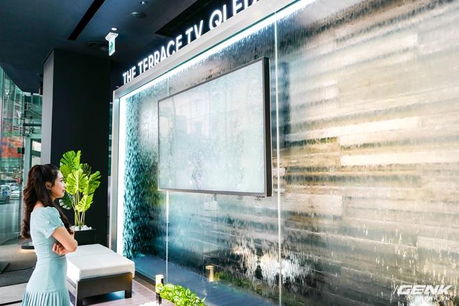 Ảnh thực tế TV QLED xối nước không hỏng của Samsung: Để ngoài trời mưa gió chill thoải mái, giá thấp nhất 99,9 triệu đồng - Ảnh 10.