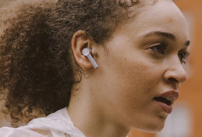 OnePlus Buds Z ra mắt: Không còn nhái AirPods, pin 5 giờ, giá rẻ chỉ 46 USD - Ảnh 2.