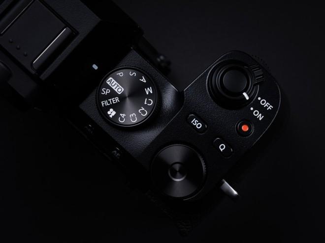 Fujifilm công bố máy ảnh X-S10: Nhỏ nhắn, vừa túi tiền, đủ tính năng - Ảnh 2.