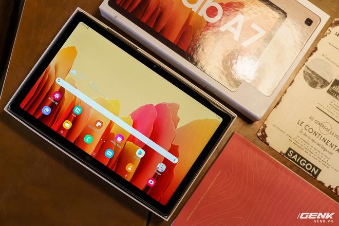 Mở hộp Samsung Galaxy Tab A7: thiết kế pha lẫn hoài cổ và hiện đại, loa là điểm mạnh - Ảnh 1.
